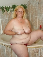 Cute blonde BBW squeezes out a load in her mouth!